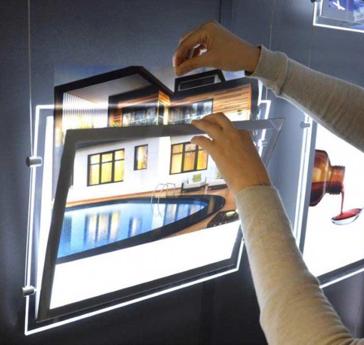 Comment utiliser un porte affiche LED ?