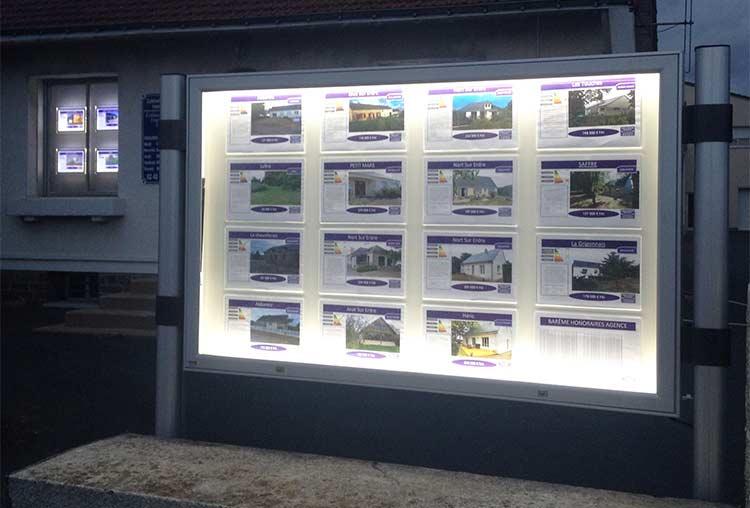 Aujourd'hui, le Présentoir Evolutif est spécialisé dans le porte-affiche LED pour agence immobilière.